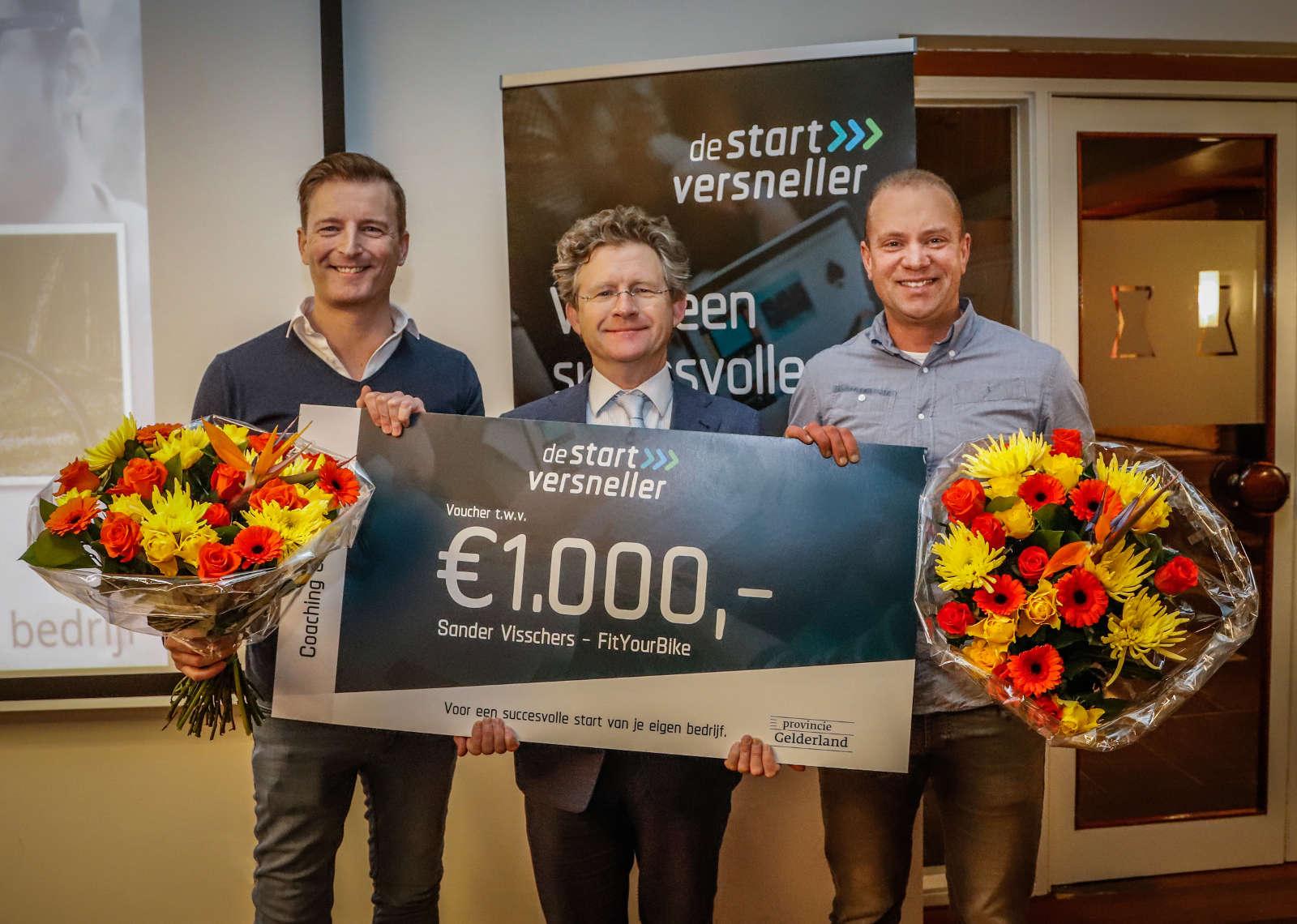 Michiel Scheffer reikt 200ste Startversneller uit